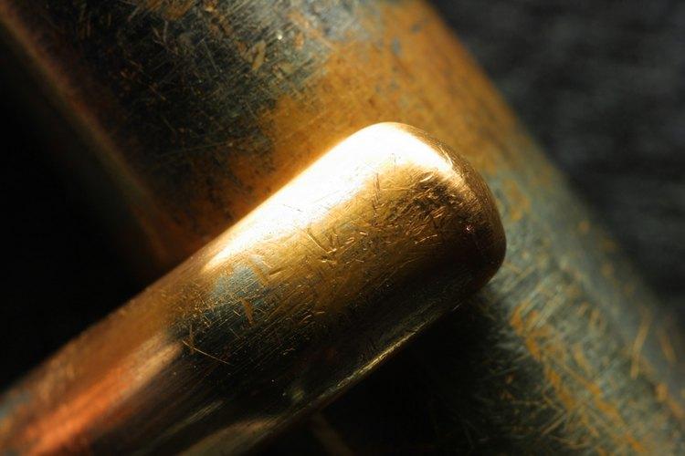 Las hebillas de metal de cinturones son susceptibles a las manchas.