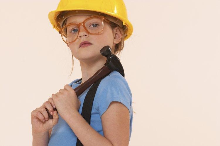 Inicia la carpintería en el niño para futuros proyectos de construcción.