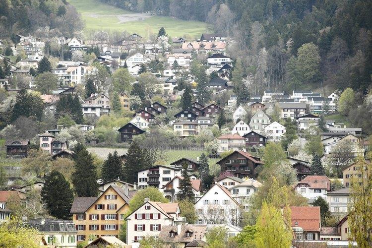 Existen diferentes tipos de asentamientos humanos dependiendo de su tamaño, economía y relación con otros asentamientos humanos.