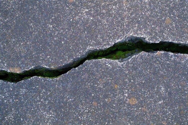 Prevén el daño estructural mediante la reparación de las grietas tan pronto como las detectes.