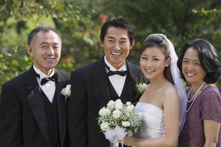 Las madres de la novia tienen una variedad de peinados sueltos y rizados para seleccionar.