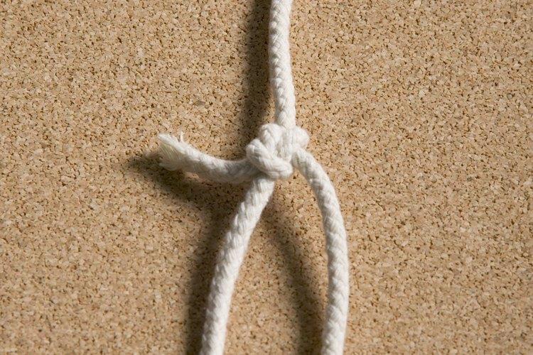 Engancha el nudo corredizo alrededor de cosas, y tira del extremo para ajustarlo.