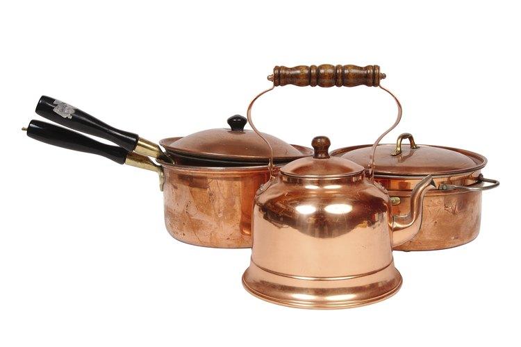 Los objetos de cobre comienzan a desarrollar una pátina a medida que envejecen.