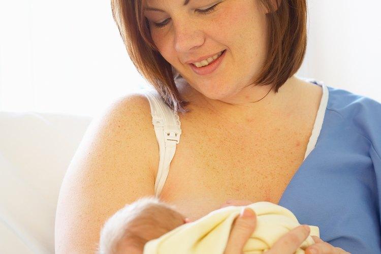 Un recién nacido puede dormir más profundamente luego de una alimentación a demanda