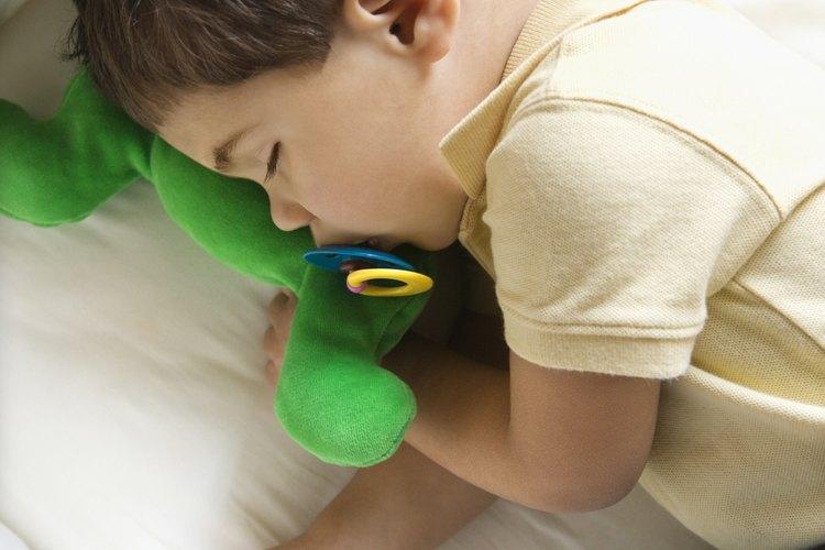 Un peluche favorito puede ayudar a la adaptación de tu hijo a su cuna.