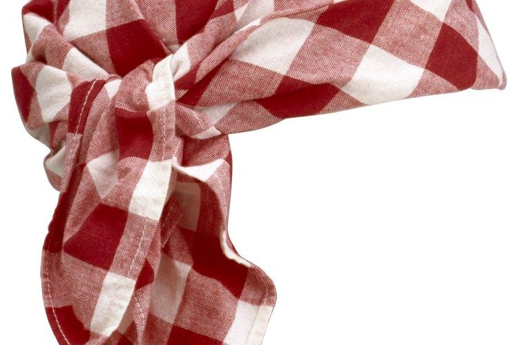 La más simple de las bufandas es sólo un cuadrado de tela con dobladillo.