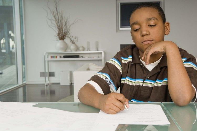 Alaba a tu hijo por su arduo trabajo y logros.