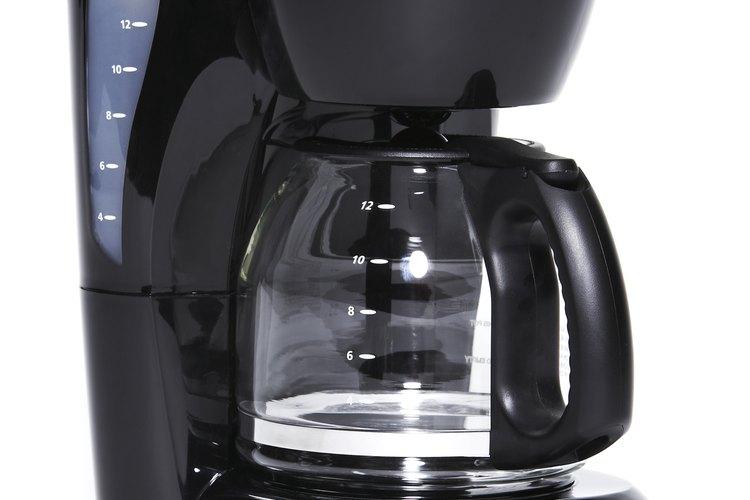Limpiar la cafetera sin productos químicos es tan fácil como buscar algunos productos en la alacena.