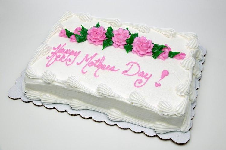 Dale a tu pastel del Día de las Madres una decoración particular.