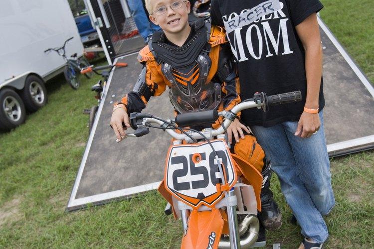 Seguir las reglas de motocross te ayudará a mantener a tu hijo a salvo.