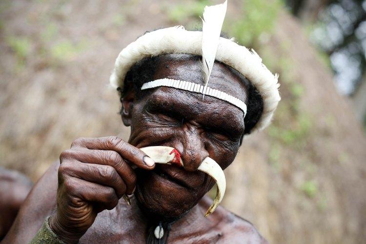 Los miembros tribales en África tienen perforaciones corporales para reflejar la personalidad y la espiritualidad.