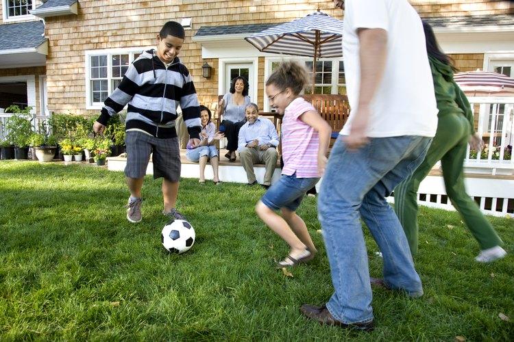 Hay muchos juegos al aire libre para que los adolescentes puedan divertirse.