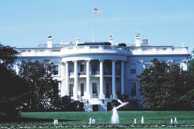 En los Estados Unidos, el ejecutivo es una rama con poderes iguales dentro del gobierno.