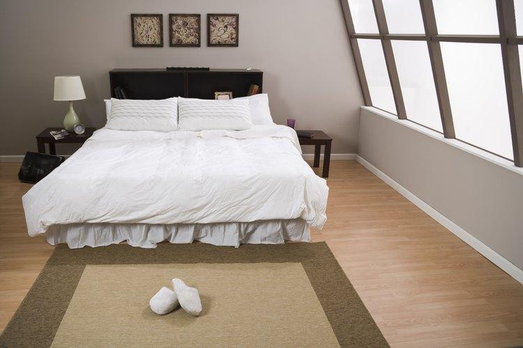 Las faldas de cama deberían llegar justo hasta el piso.