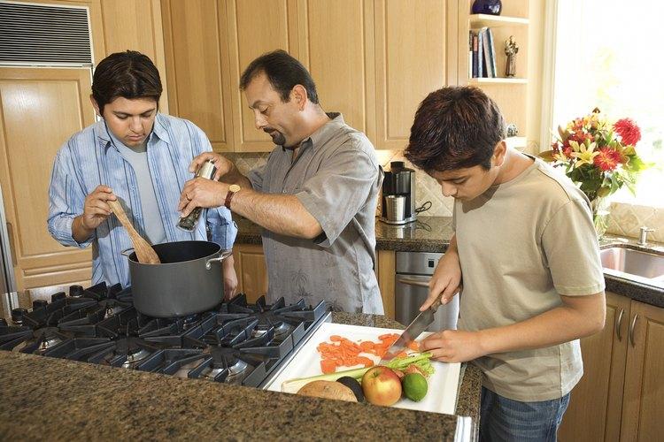 Cocinar es una habilidad esencial que los adolescentes deben aprender en la vida.