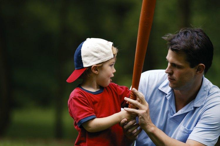 Las gorras de béisbol, parasoles y otros tipos de sombreros tienen un ala rígida en la parte delantera del sombrero o en todos los sentidos.