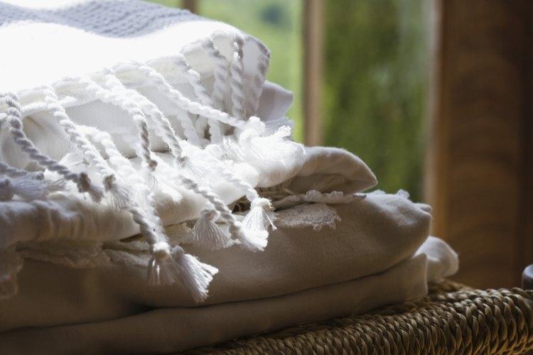 Las claras de huevo pueden eliminar el chicle de tu manta favorita.