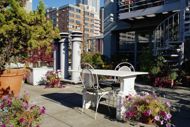 Un tejado plano puede proporcionarte un patio si vives en un área urbana sin césped.