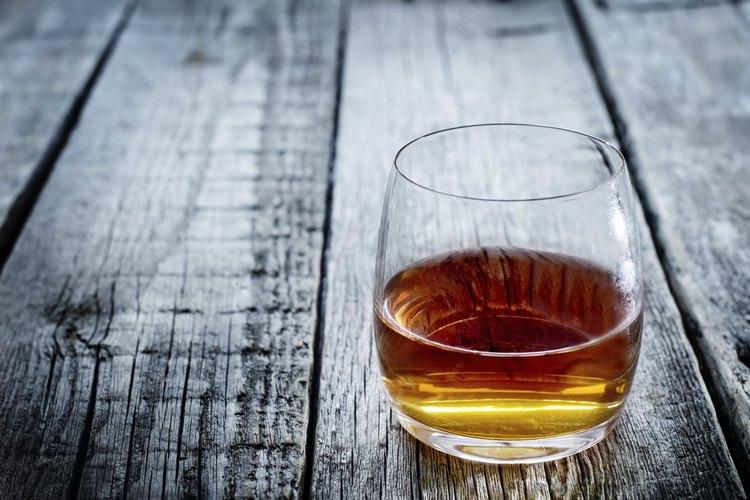 El aguardiente de manzana sirve de perfecto sustituto al whisky en la mayoría de los cócteles.