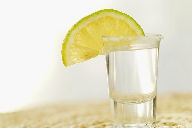 El tequila no debe faltar en una fiesta mexicana.