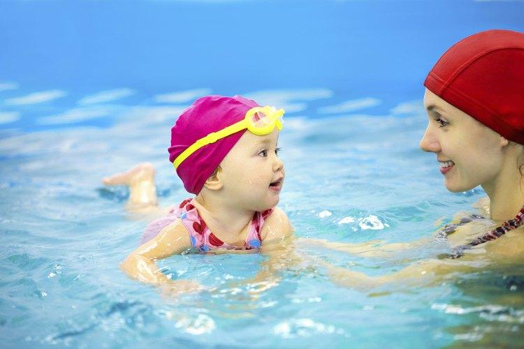 Nadar es un gran ejercicio para cualquier niño.