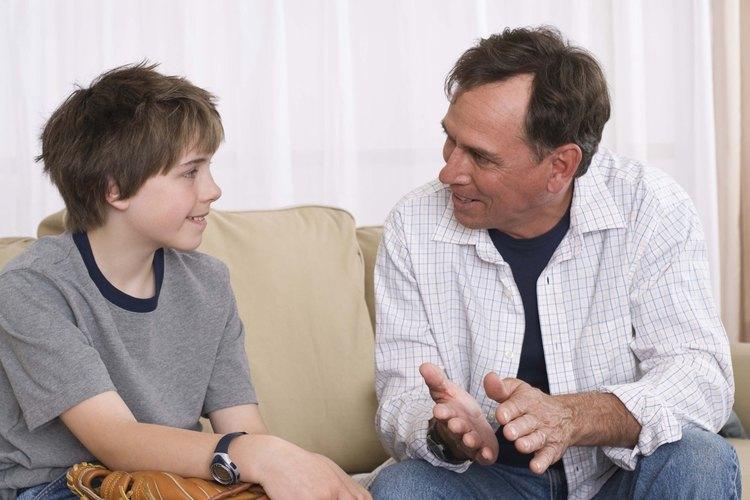 Gregston aconseja a los padres para aflojar las faldas y dejar que los adolescentes tomen la mayor parte de sus propias decisiones como un signo de respeto y una forma de preparar al adolescente para la vida adulta independiente.
