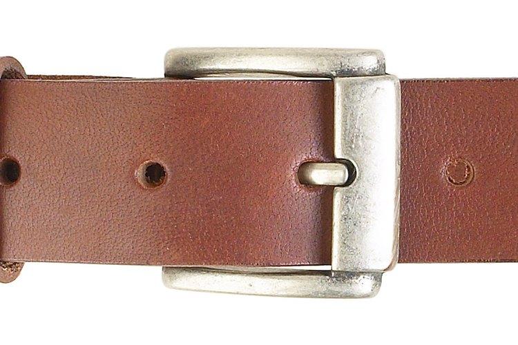 Los cinturones de tela son una alternativa más ligera y menos voluminosa que los cinturones de hebilla tradicionales.