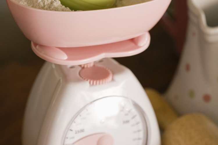Mezcla los ingredientes secos en un tazón.