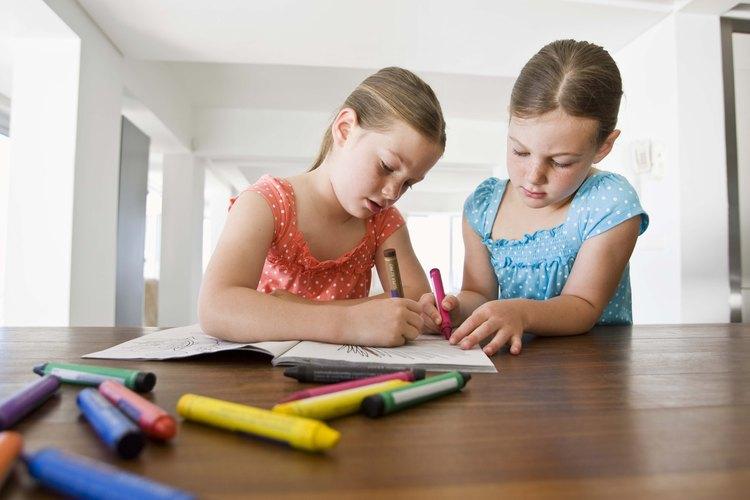 Puedes ayudar a los niños a visualizar a Dios a través de dibujos.