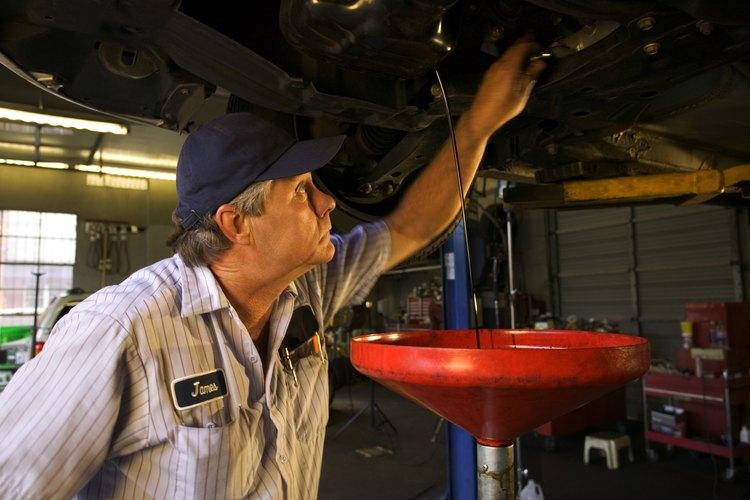 Pidele al profesional que añada líquido modificador del embrague para optimizar el líquido de transmisión
