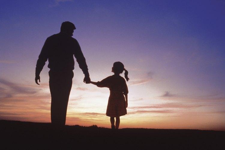 El apoyo y el amor son cruciales para ayudar a una niño en duelo a lidiar con la pérdida de alguno de sus padres.
