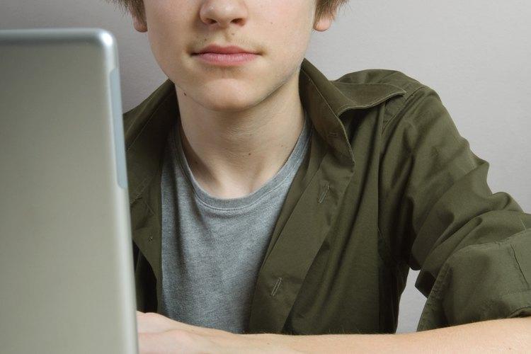 Los padres pueden controlar lo que sus hijos hacen en línea.