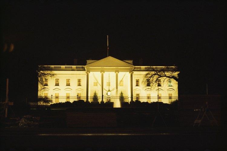 Los tres poderes del gobierno de Estados Unidos fueron diseñados para equilibrarse entre sí.