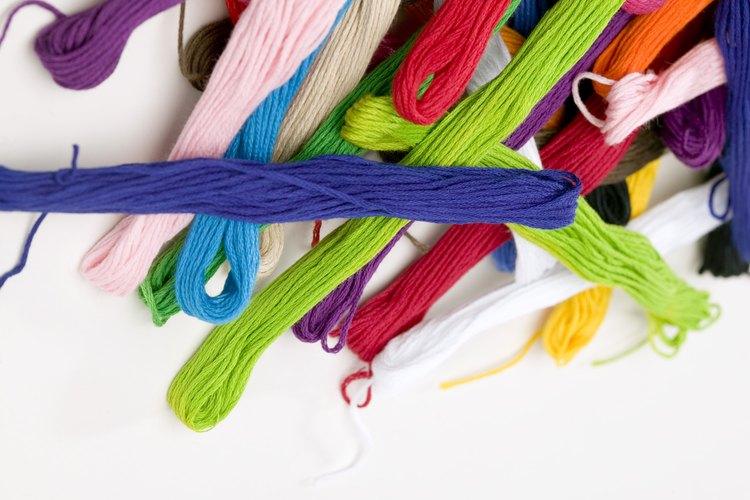Muchos hilos de tejer económicos contienen fibra acrílica.