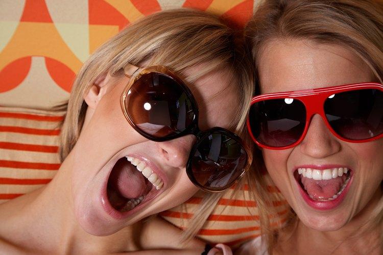 Las gafas de sol vienen de diferentes formas, tamaños y colores.