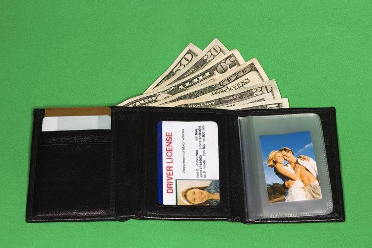 Mantén tu billetera en el bolsillo delantero para frustrar a los carteristas.