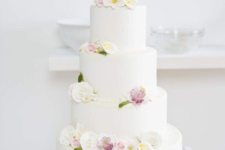 Los pasteles de bodas generalmente están cubiertas de fondant