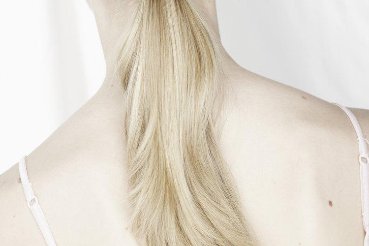 Si tienes una cola de caballo de la longitud correcta, considera donarla para hacerle una peluca a un paciente con cáncer.