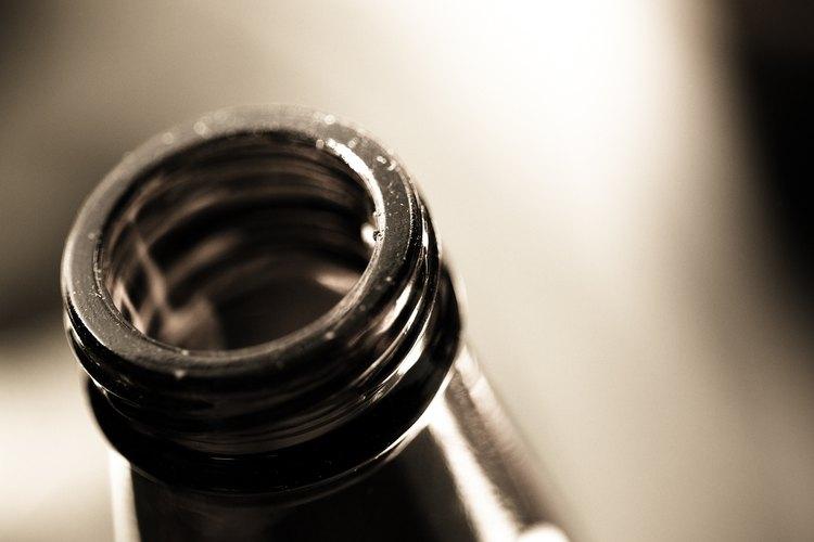 Una botella de cerveza contiene 12 onzas (340 ml).