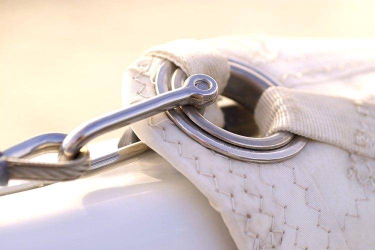 Un anillo de ojal evita que la tela se deshilache.
