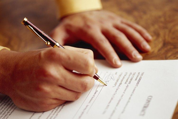 Las personas que escriben cartas tienen diversas opciones para el cierre.