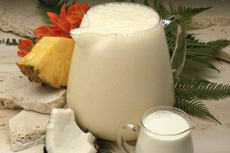 La fruta fresca hace un delicioso y tropical trago sin alcohol.