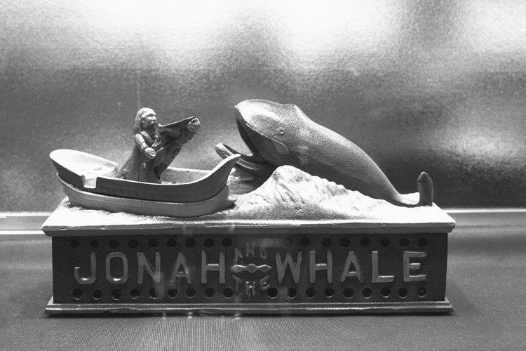 Jonás estaba viajando a Nínive cuando se lo tragó una ballena.