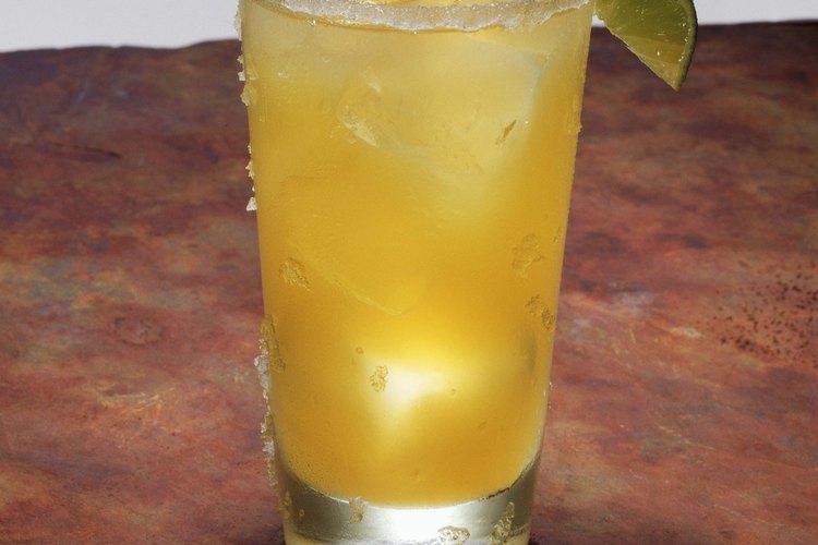 La margarita congelada es el trago perfecto para beber en una fiesta, una noche en casa o en una barbacoa.