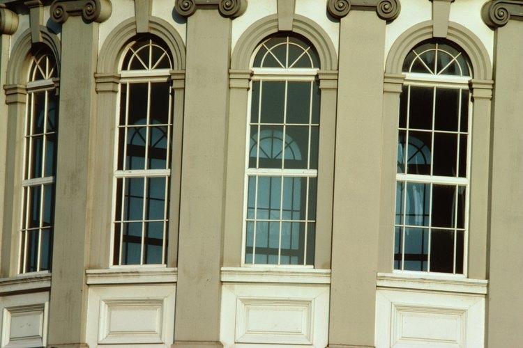 Las ventanas salientes tienen una curva más refinada que las saledizas.