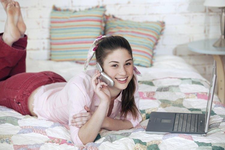 Supervisa el uso de la tecnología por parte de tu hija para obtener más información acerca de sus planes.
