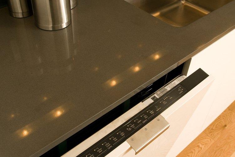 El vinagre puede hacer que el enjuague del lavavajillas sea más eficaz.