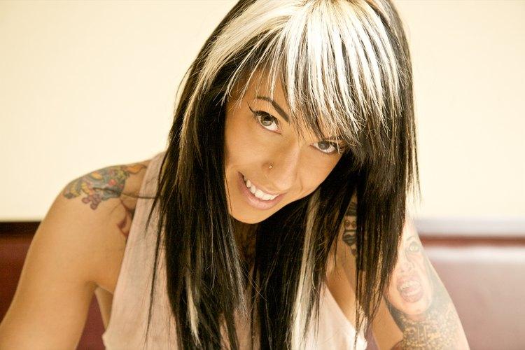 Consigue el peinado Scene sensual sin cortar tu cabello.