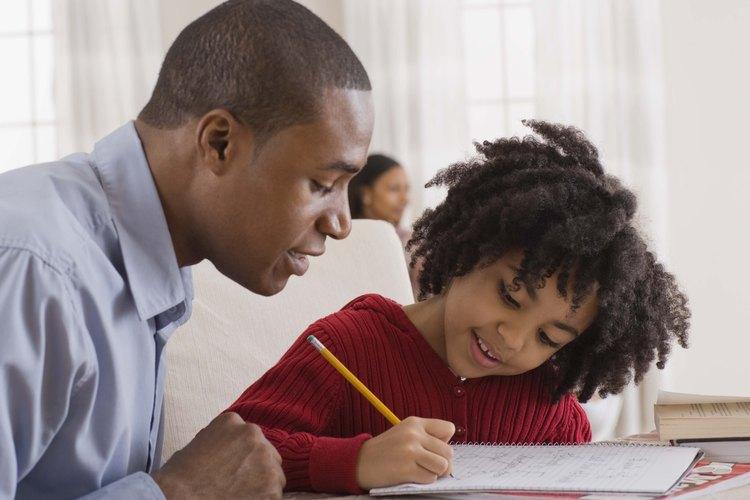 Elogia y estimula a tu niño de segundo grado cuando le enseñes a escribir oraciones.