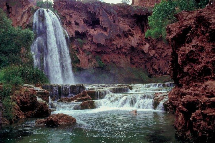 Una excursión de aventura a las Cataratas Havasu puede comenzar en las cavernas del Gran Cañón.